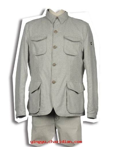 孙人/��i�9��X_双语阅读 时事 中国人的制服情结  uniformswerealsodesignedtoshow
